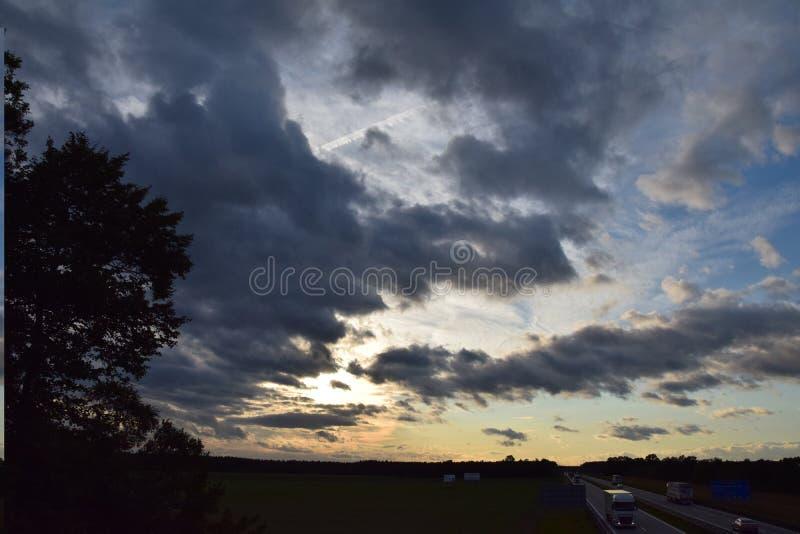 Download Mooie vette hemel stock afbeelding. Afbeelding bestaande uit kleur - 107700481