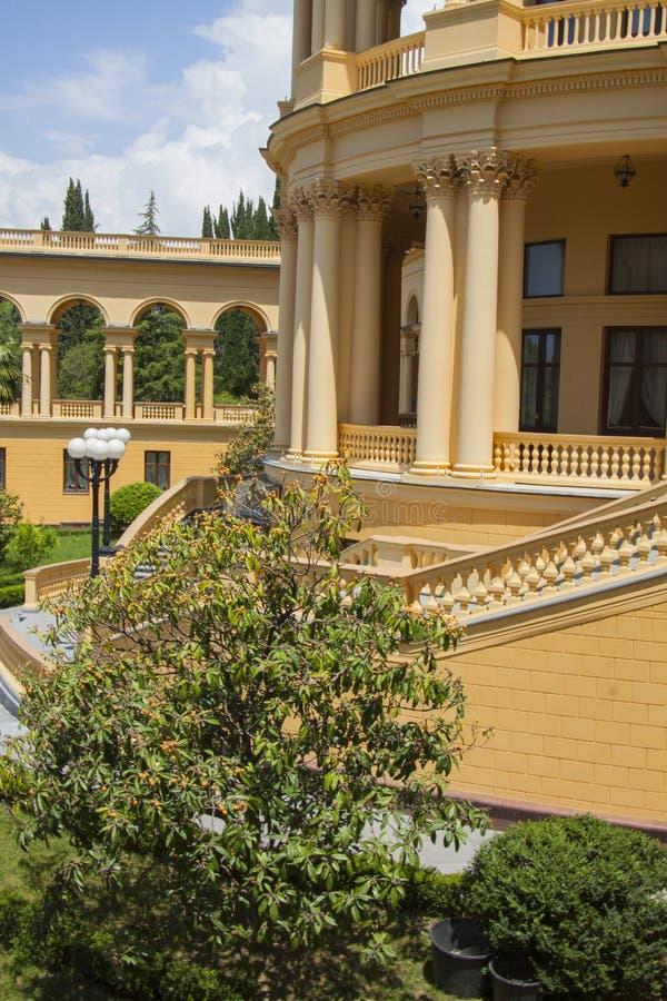 Mooie villa in oude Griekse klassieke stijl royalty-vrije stock foto