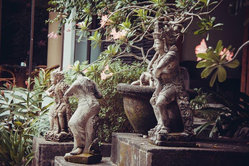 Mooie villabeeldhouwwerken in Kuta stock afbeelding