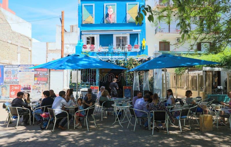 Mooie voorgevel van de uitstekende traditionele Spaanse die koffie in historisch centrum van Sevilla, dichtbij Alameda kolommen w royalty-vrije stock afbeeldingen