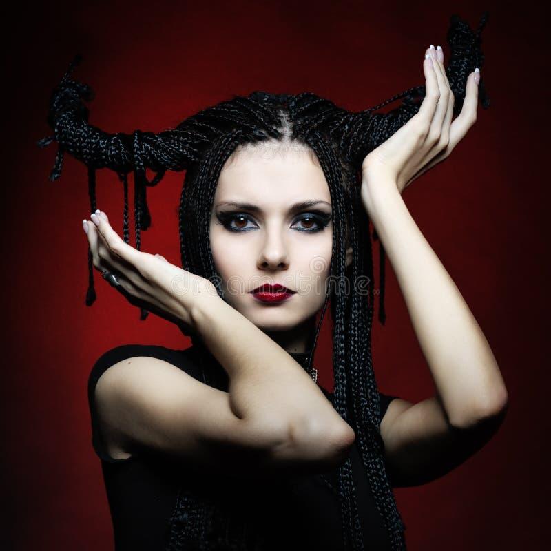 Mooie vrouw in Carnaval kostuum. heksen vorm stock afbeelding