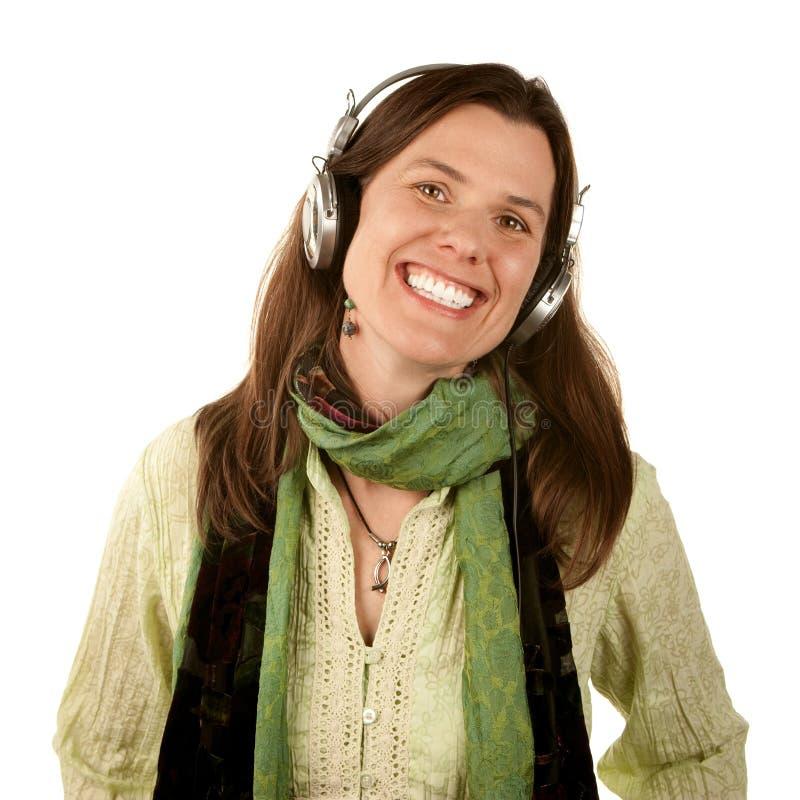 Mooie vrouw die hoofdtelefoons draagt stock foto's