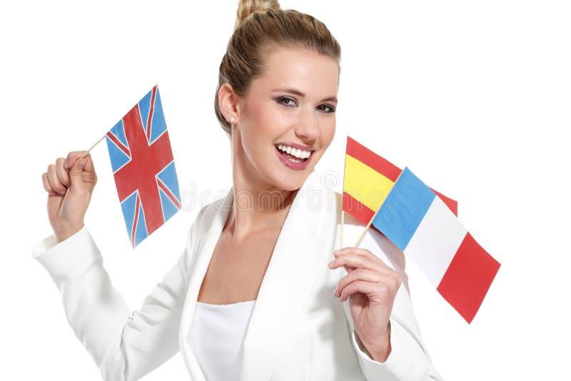 Mooie vrouw die internationale vlaggen tonen royalty-vrije stock foto's