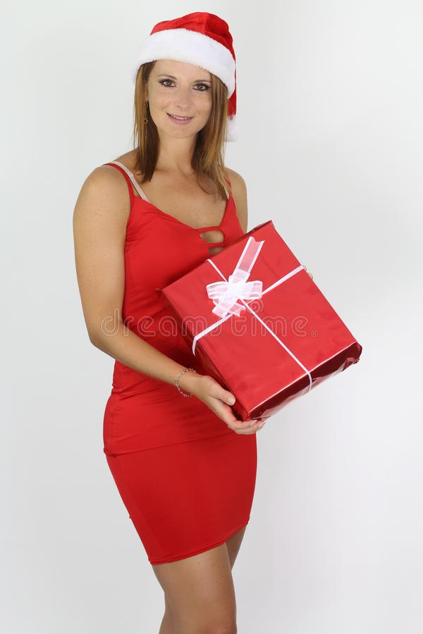 Mooie vrouw die Kerstmis en Nieuwjaargiften houden stock fotografie