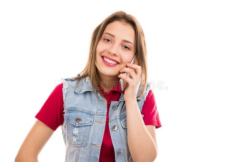 Mooie vrouw die op smartphone spreken royalty-vrije stock foto's