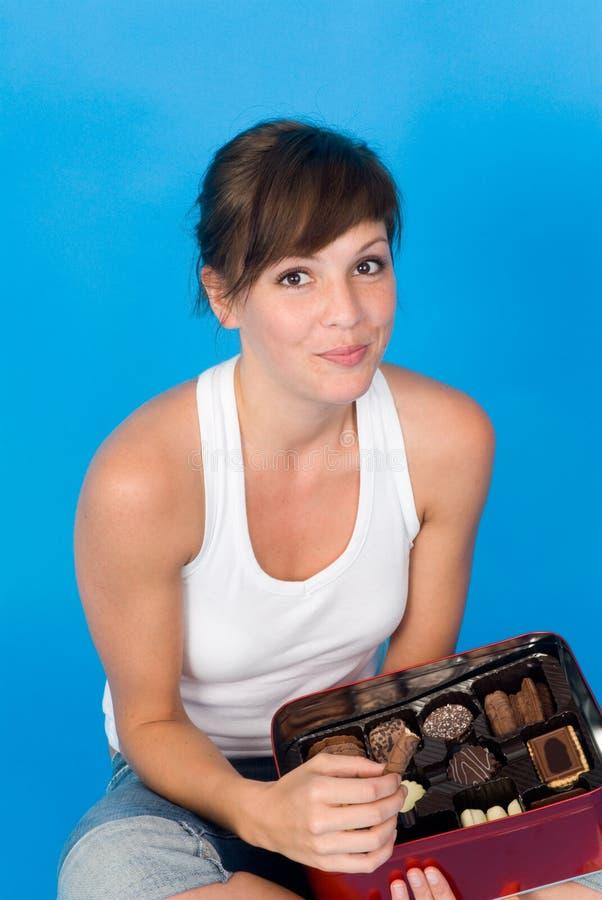 Mooie Vrouw die Snoepjes eet royalty-vrije stock afbeeldingen