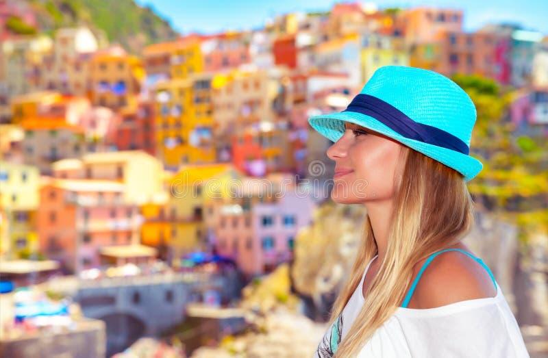 Mooie vrouw die van Italië genieten stock foto's