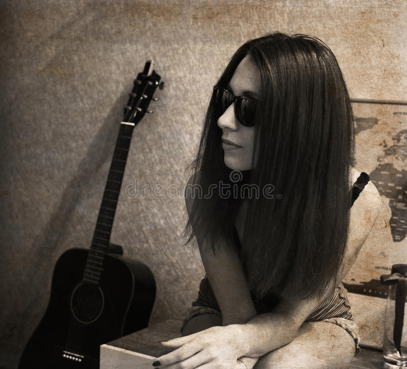 Mooie vrouw, gitaar royalty-vrije stock afbeeldingen