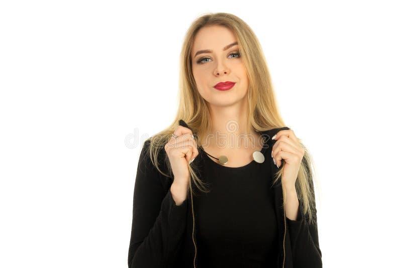 Mooie vrouw in het modieuze zwarte kleren stellen royalty-vrije stock foto