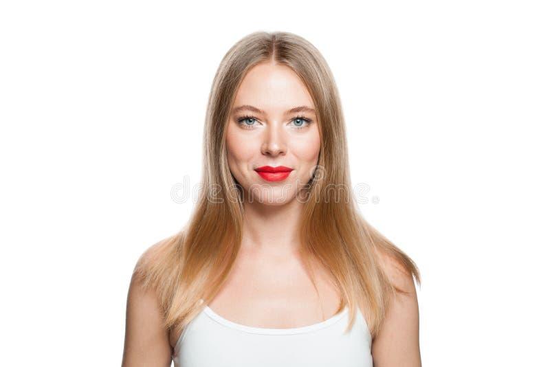 Mooie vrouw met blonde haarstijl geïsoleerd op witte achtergrond Gezond model, geïsoleerd portret royalty-vrije stock foto