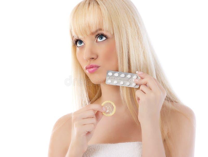 Mooie vrouw met contraceptiva royalty-vrije stock afbeeldingen