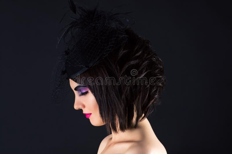 Mooie vrouw met donkere make-up, profielgezicht met sluier royalty-vrije stock fotografie