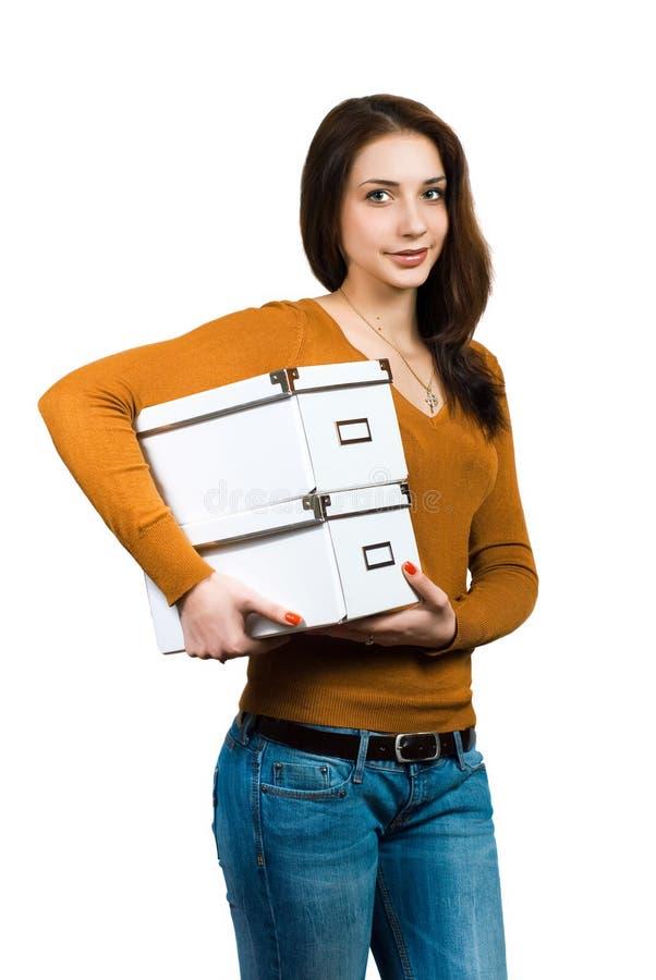 Mooie vrouw met dozen over wit stock fotografie