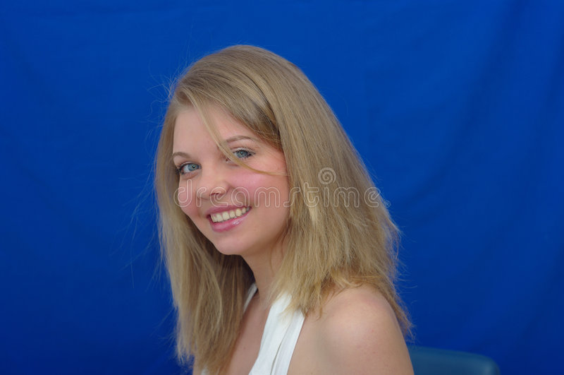 Mooie vrouw met een grote glimlach royalty-vrije stock afbeeldingen