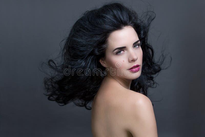 Mooie vrouw met een zachte rustige uitdrukking royalty-vrije stock afbeelding