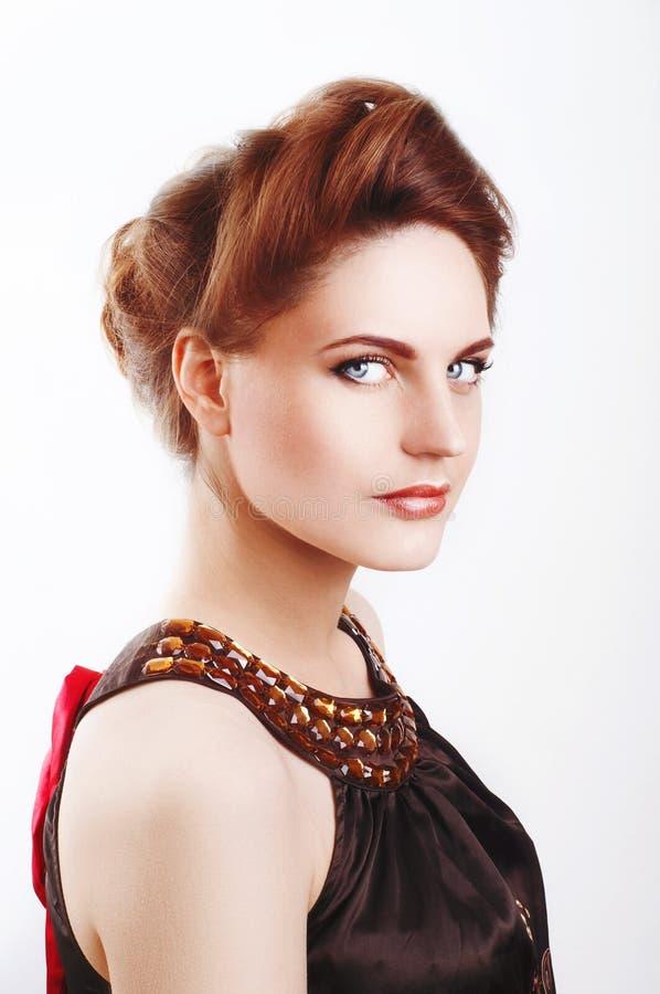Mooie vrouw met gezonde bleke huid en het grijze ogen glimlachen royalty-vrije stock afbeeldingen
