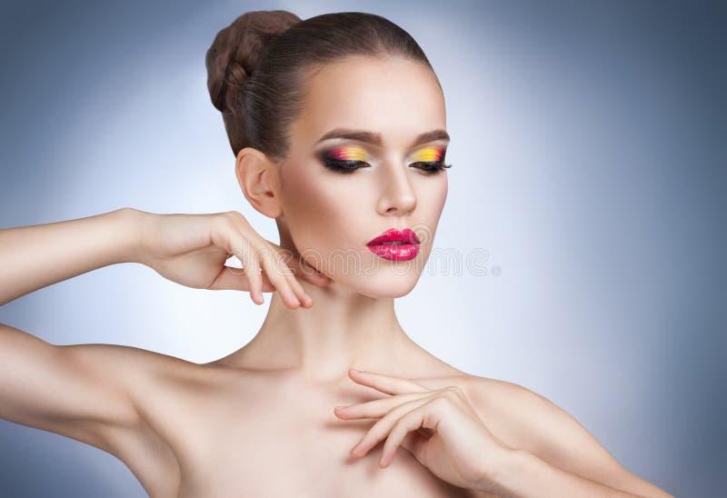 Mooie vrouw met heldere make-up royalty-vrije stock fotografie