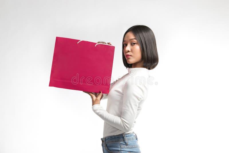 Mooie vrouw met het winkelen zak royalty-vrije stock afbeeldingen