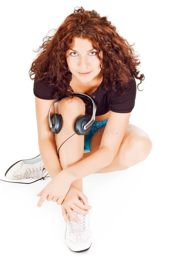 Mooie vrouw met hoofdtelefoons royalty-vrije stock fotografie