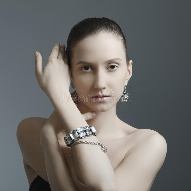 Mooie vrouw met juwelen royalty-vrije stock afbeeldingen
