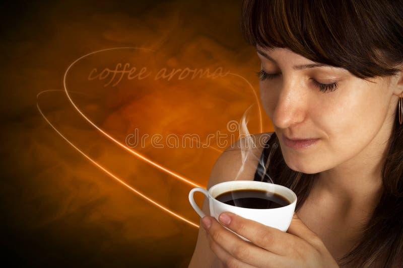 Mooie Vrouw met Koffie. royalty-vrije stock afbeeldingen