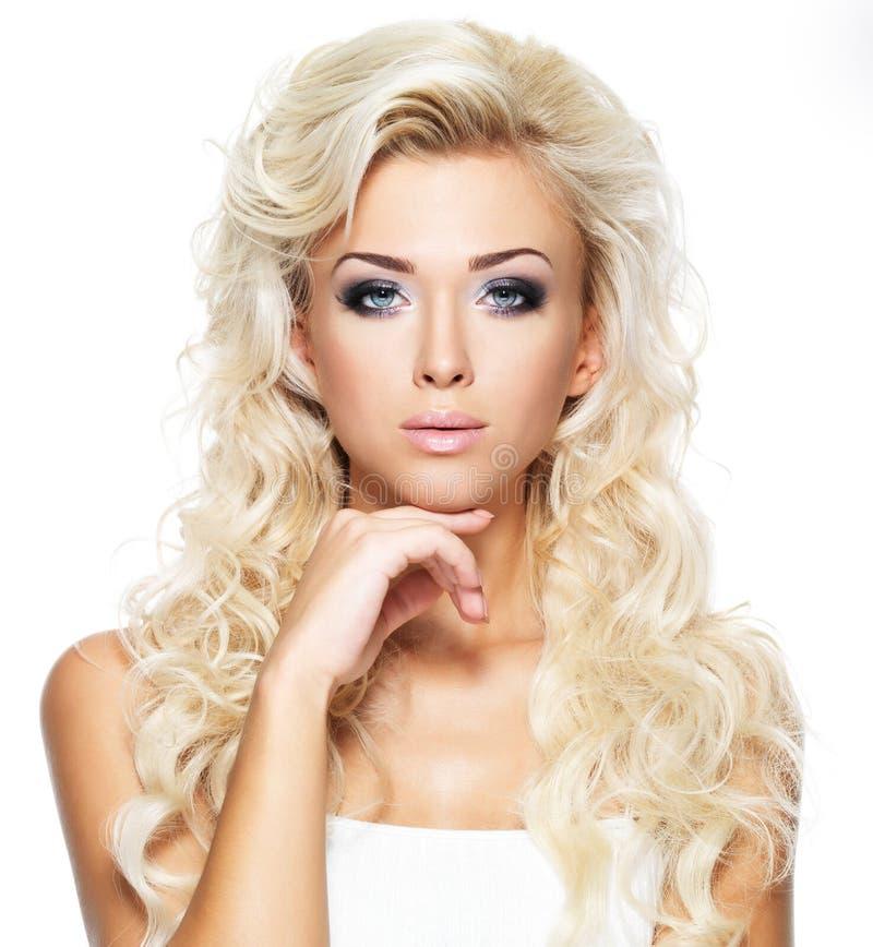 Mooie vrouw met lange blonde haren royalty-vrije stock fotografie
