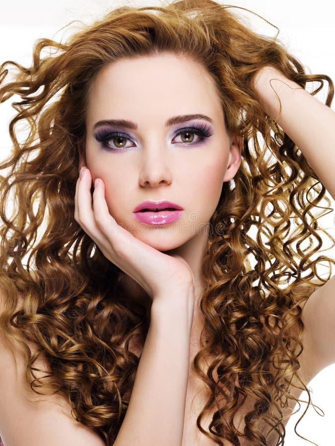 Download Mooie Vrouw Met Lange Krullende Haren Stock Foto - Afbeelding: 14382146