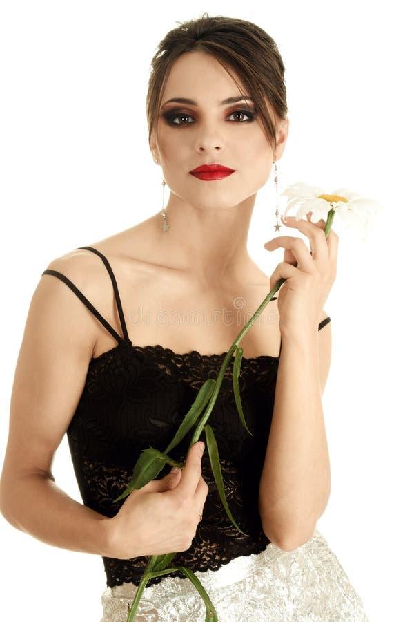 Mooie vrouw met madeliefjebloem royalty-vrije stock foto