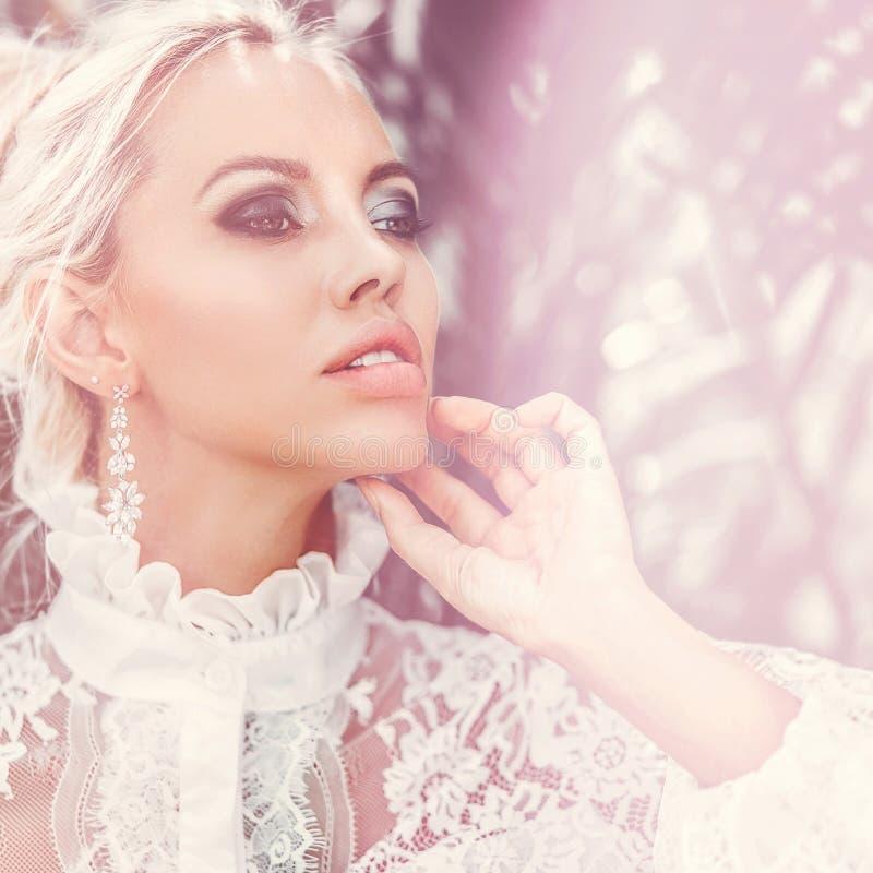Mooie vrouw met perfect gezond huidportret Manier fema royalty-vrije stock foto's
