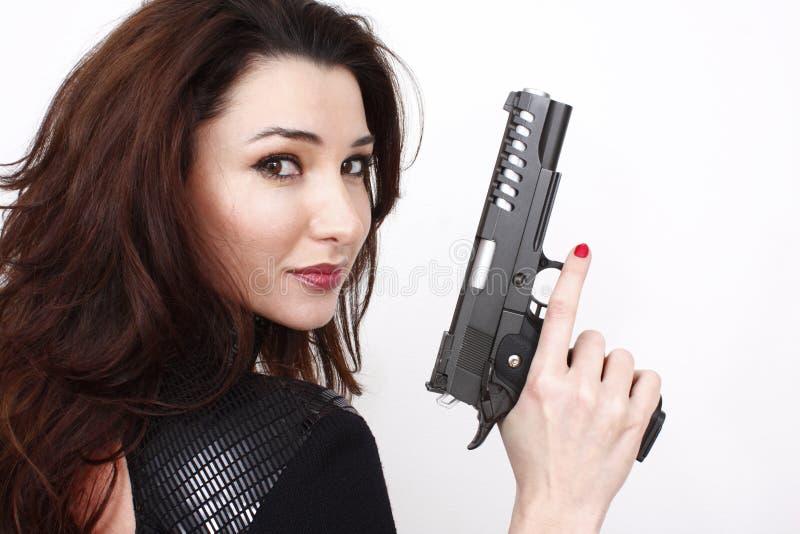 Mooie vrouw met pistool stock afbeelding