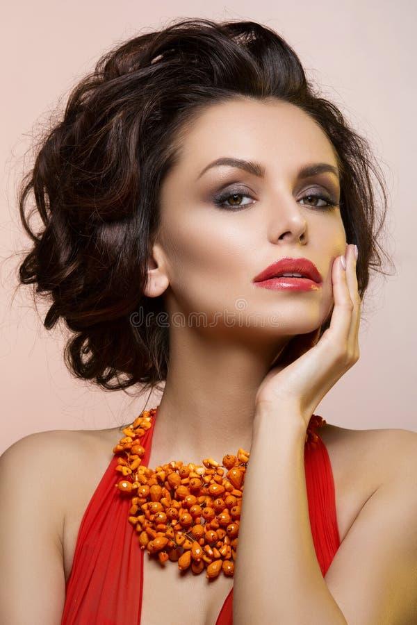 Mooie vrouw met rode lippen royalty-vrije stock foto