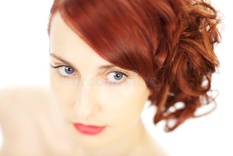 Mooie vrouw met rood haar royalty-vrije stock afbeeldingen