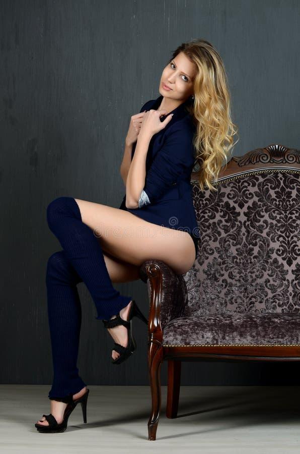 Mooie vrouw in retro stijl royalty-vrije stock foto's