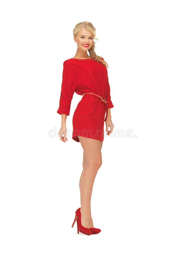 Mooie vrouw in rode kleding op hoge hielen stock foto