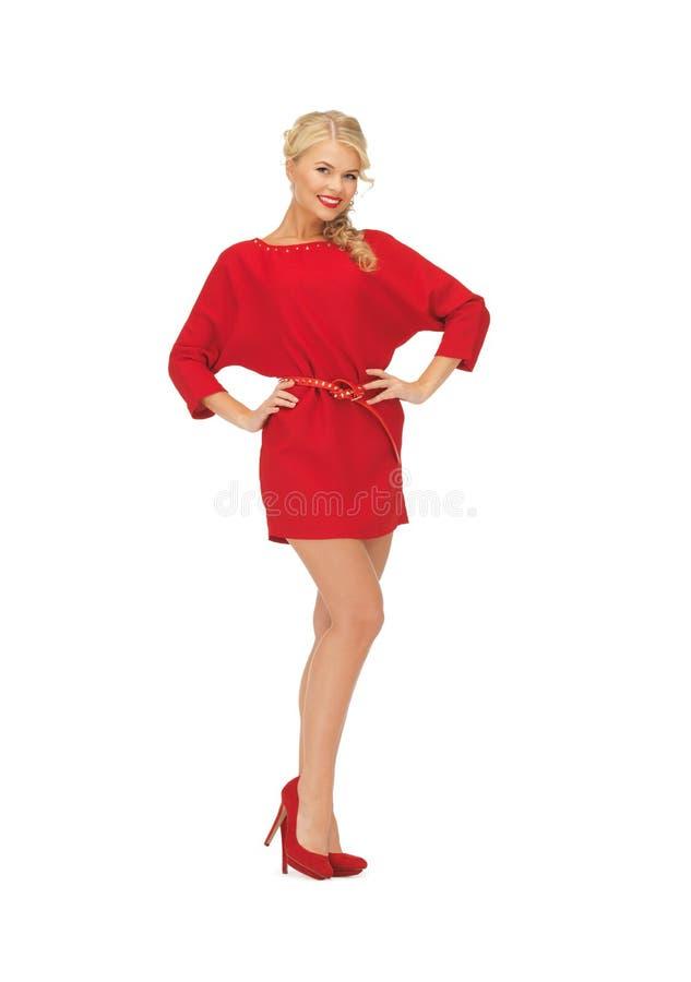 Mooie vrouw in rode kleding op hoge hielen royalty-vrije stock fotografie
