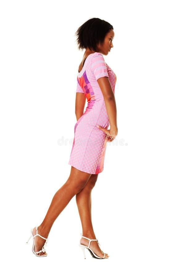 Mooie vrouw in roze kleding royalty-vrije stock afbeelding
