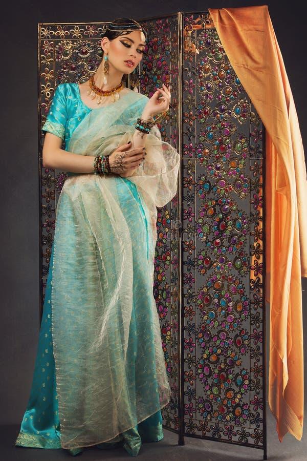 Mooie vrouw in Sari stock foto