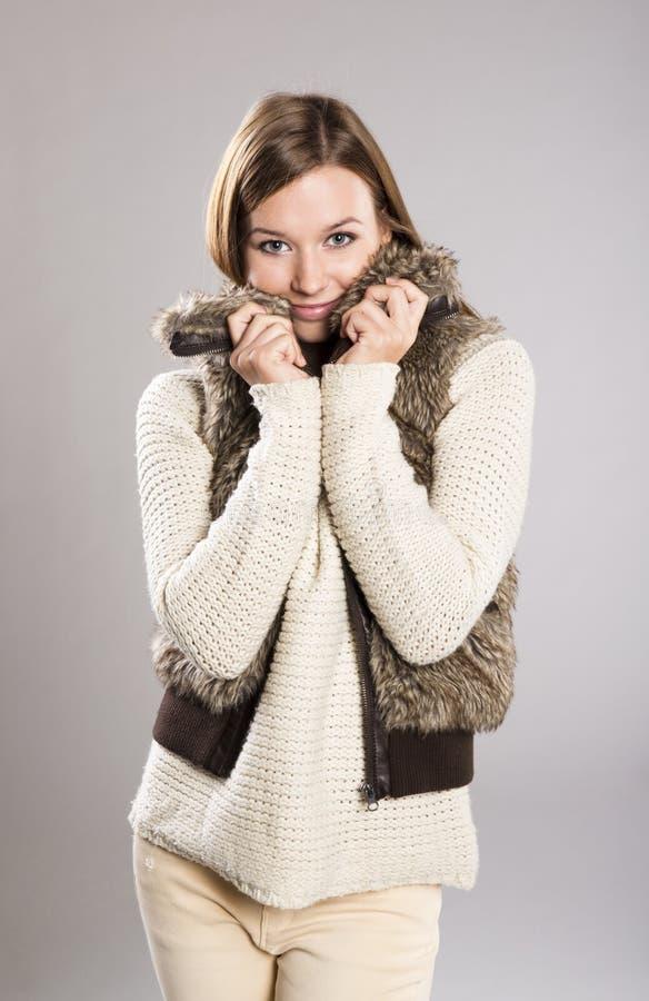 Mooie vrouw in sweater royalty-vrije stock fotografie