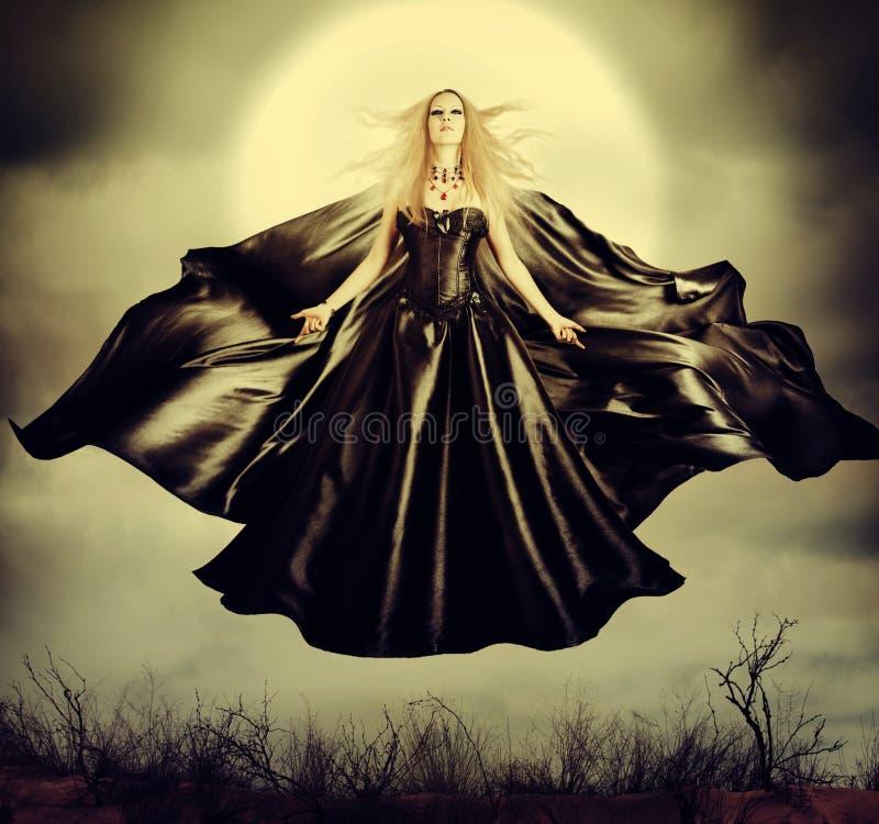 Mooie vrouw - vliegende Halloween-heks stock afbeeldingen