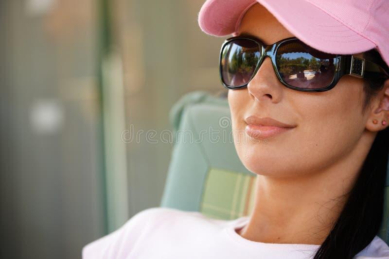 Mooie vrouw in zonnebril royalty-vrije stock foto's