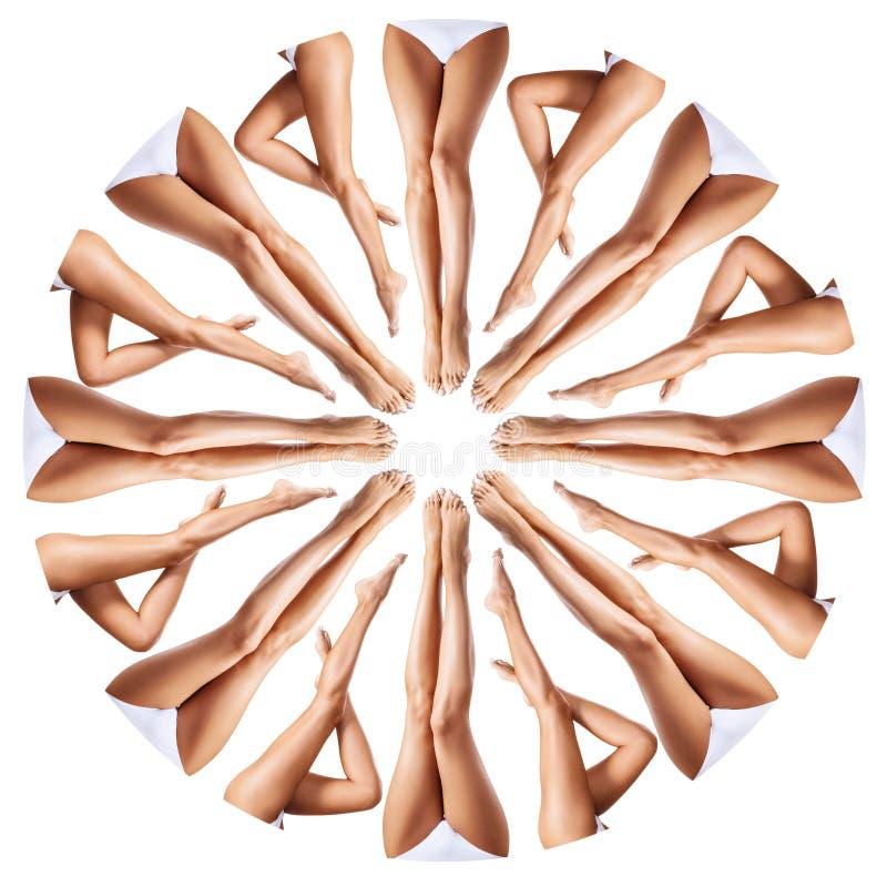 Mooie vrouwelijke benen in caleidoscoopornament royalty-vrije stock afbeelding