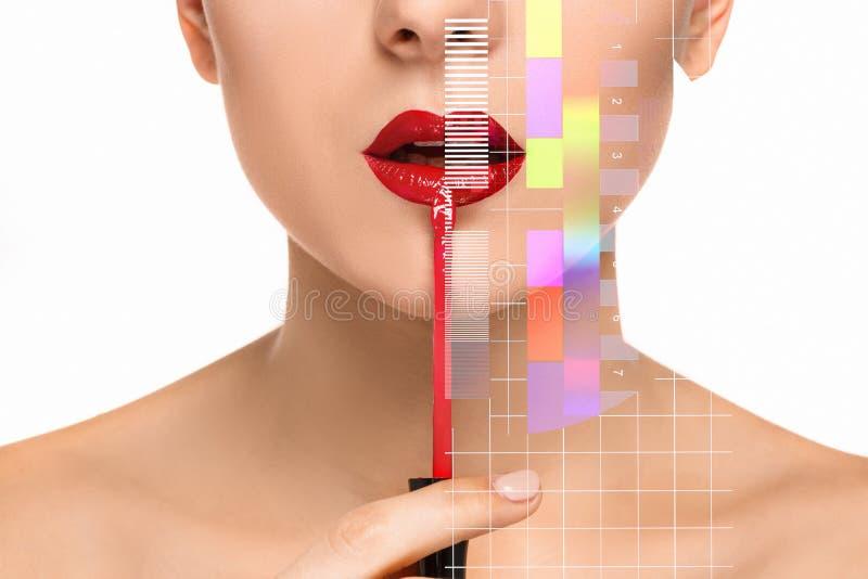 Mooie vrouwelijke lippen met samenstelling en borstel stock fotografie