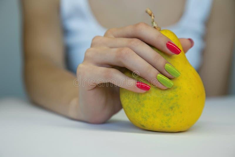 Mooie vrouwelijke manicure stock fotografie
