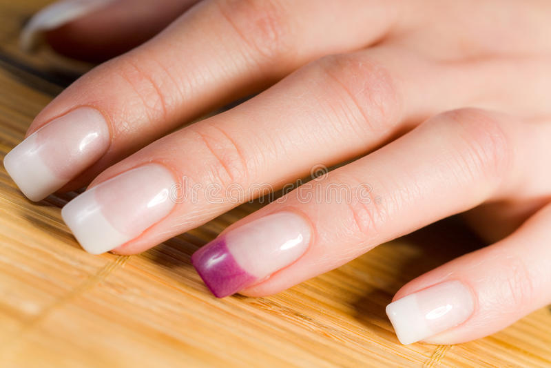 Mooie vrouwelijke vingernagels royalty-vrije stock fotografie