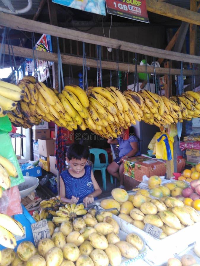 Mooie vruchten in de straat royalty-vrije stock afbeeldingen