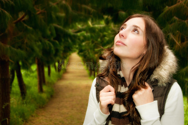 Mooie wandelaarvrouw stock foto's