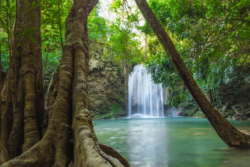 Mooie Waterval in diep bos in Erawan royalty-vrije stock afbeelding