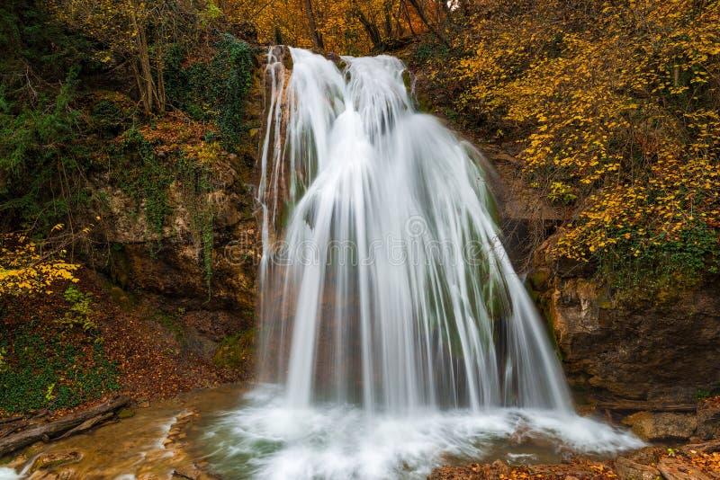 Mooie waterval dzhur-Dzhur in de Krim stock afbeelding