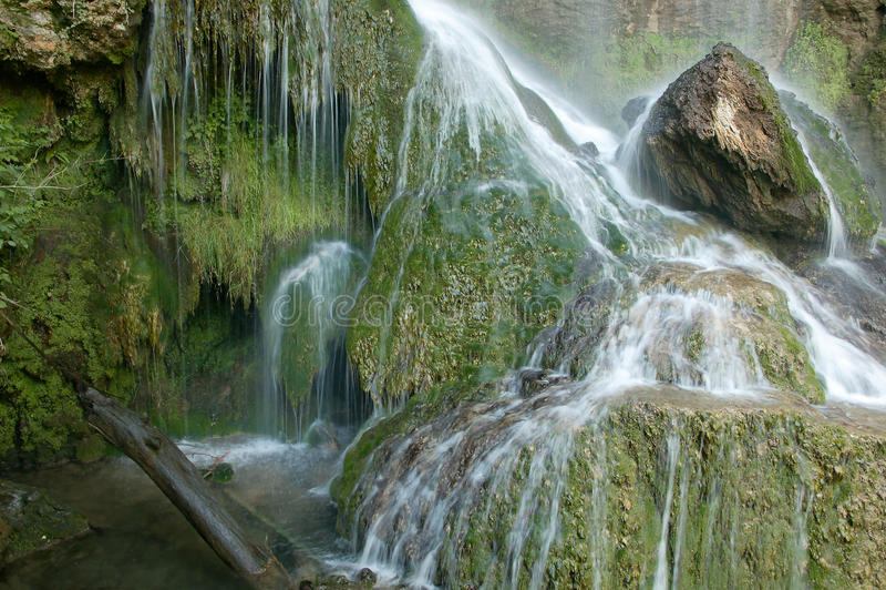 Mooie waterval in het bos royalty-vrije stock foto