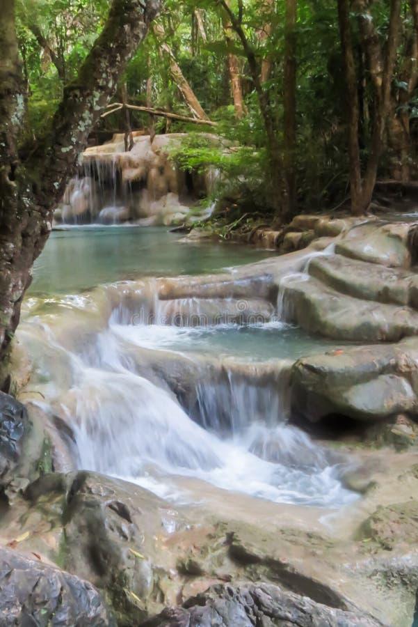 Mooie waterval in het Nationale Park van Erawan stock afbeeldingen